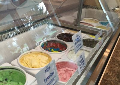 Lakeside-ice-cream-parlor
